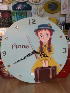 같은 시계인데 사진각도에 따라 색깔이 많이 다르네요ㅎㅎ#톨페인팅 #인테리어소품 #벽시계 #빨강머리앤 #...