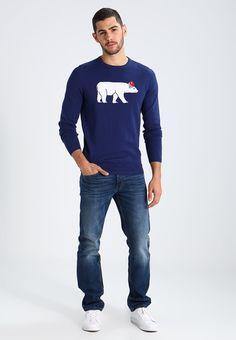 ¡Consigue este tipo de jersey de punto de Tom Tailor Denim ahora! Haz clic para ver los detalles. Envíos gratis a toda España. TOM TAILOR DENIM CHRISTMAS Jersey de punto cosmos blue: TOM TAILOR DENIM CHRISTMAS Jersey de punto cosmos blue Ropa   | Material exterior: 100% algodón | Ropa ¡Haz tu pedido   y disfruta de gastos de enví-o gratuitos! (jersey de punto, knitted, cotton, knit, knits, stitch, cashmere, knitwear, pullover, pullover hombre, lana, trenzados, strickpullover, jersey tej...