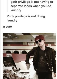 Does laundry, but in a punk rock WAY! Cause it's Gerard Way? Gosh, just appreciate my freaking awesome emo puns!<<<<< I appreciate your emo puns. Emo Band Memes, Mcr Memes, Emo Bands, Music Bands, Gerard Way, I Love Music, Music Is Life, Black Parade, A Silent Voice