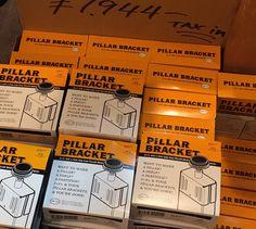 天井に突っ張って柱を作るパーツは多数あれど、格好良さナンバーワン!と言えばPILLAR BRACKET(ピラーブラケット)。PILLAR BRACKET(ピラーブラケット)について写真たっぷりで熱く語ります。