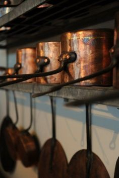 Red Copper Cookware Set Copper Cookware Pots And Pans Set With Non-Stick Griddle Copper Pans, Copper And Brass, Antique Copper, Copper Utensils, Copper Accents, Interior Modern, Casseroles, Deco Originale, Copper Kitchen