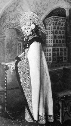 Inspiration for Axenoff Jewellery Grand Duchess Elizabeth Feodorovna of Russia, the elder sister of Empress Alexandra Feodorovna, dressed in a seventeenth-centery costume for the occasion of the Ball at the Winter Palace in February 1903 Costume Russe, Mode Russe, Headdress, Headpiece, Alexandra Feodorovna, Winter Palace, Court Dresses, Tsar Nicholas Ii, Russian Fashion