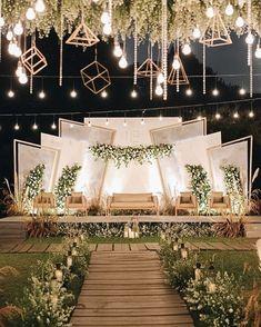 Reception Stage Decor, Wedding Backdrop Design, Wedding Hall Decorations, Wedding Stage Design, Desi Wedding Decor, Wedding Reception Backdrop, Wedding Mandap, Backdrop Decorations, Indian Wedding Stage