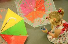 Awesome craft idea: paint your own umbrella! Umbrella Painting, Umbrella Art, Preschool Crafts, Fun Crafts, Arts And Crafts, Projects For Kids, Art Projects, Welcome To Paris, Baby Bug