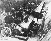 Steam engine accident 1913 International Harvester, Busses, Things Happen, Steam Engine, Tractors, Trains, Engineering, Old Things, Shit Happens