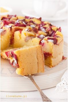 Gluten-free cake with rhubarb (fruit) - recipe/ CIASTO BEZGLUTENOWE Z KASZĄ JAGLANĄ I RABARBAREM – PRZEPIS ilovebake.pl Gluten Free Cupcakes, Gluten Free Desserts, Cookie Desserts, Sweets Recipes, Vegan Desserts, Raw Food Recipes, Delicious Desserts, Cake Recipes, Yummy Food