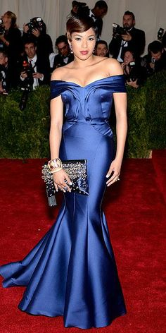 @aliciaquarles wears a #rafeclutch #aliciaclutch at the #metgala 2014 : People.com