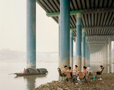The latest work by Nadav Kander captures how locals appropriate themselves of an environment for their leisure picnics underneath a highway overpass, while fishing among the fog/smog in Chonqing. The Yangtze River crosses China almost from West to East. A river, which concentrates one in every 18 people in the planet; but also a line, which used to divide the whole country into 2 domains: the heating-allowed dwellings north of this border line and the unheated houses in its southern regions.