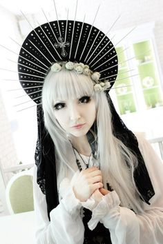 Really cool Japanese street style saint-halo hat. Via http://freuleinrose.tumblr.com/post/87530381401/my-outfit-for-international-lolita-day