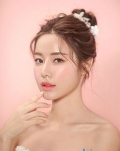 186 korean bridal hair & makeup style trends you must know – page 1 Bridal Makeup Images, Asian Wedding Makeup, Pakistani Bridal Makeup, Asian Makeup, Bridal Hair And Makeup, Wedding Hair And Makeup, Eye Makeup, Indian Bridal, Hair Makeup