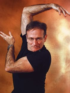 Robin Williams poses with his trademark goofiness during a USA TODAY shoot for 'Jumanji' in Robin Williams Death, Robin Williams Quotes, Robert Williams, Madame Doubtfire, Rockin Robin, Captain My Captain, Man Humor, Robins, American Actors