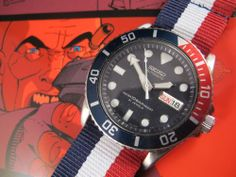 """NEW DCVW AUCTION: Retro 1990's Seiko 7S26 10BAR Automatic Pepsi Diver, w/Crown & Buckle ZULU Strap---DC Vintage Watches is pleased to offer this beautiful pre-loved 21-jewel retro 2002 Seiko 7S26-0040 """"10 BAR"""" Pepsi automatic dive watch, presented with a stitched Crown and Buckle ballistic nylon ZULU strap. We timed this watch using the Twixt App and found it lost 42.8 seconds a day, within tolerance for a watch of this vintage."""