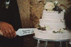 Tarta de dos pisos de batido de fresa para Ana y Tomás   2 tier strawberry milkshake for Tomás and Ana's wedding >> una boda en galicia con fotografías de daniel santalla en el pazo de san tirso, a coruña