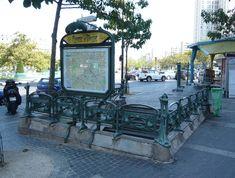 métro place d'Italie Paris Pictures, Paris Pics, Metro Paris, Metro Subway, Arrondissement, Metro Station, Architecture, Places, Hector Guimard
