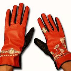 trompe l'oeil gloves