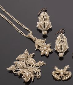 A collection of mid 19th century seed pearl jewellery (5)