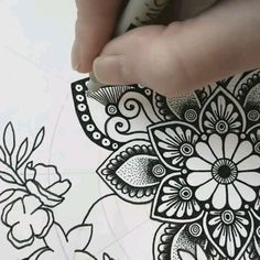 Mandala pattern - You are in the right place about Mandala pattern Tattoo Design And Style Galleries On The Net – A - Mandala Doodle, Mandala Art Lesson, Doodle Art Designs, Mandala Artwork, Doodle Art Drawing, Zentangle Drawings, Mandala Drawing, Mandala Painting, Pencil Art Drawings