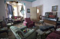 Urban explorer discovers perfectly preserved home abandoned by its owners 50 years ago.