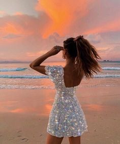 A pretty girl at the beach in the sunset with a beautiful white dress that has edited glitter on it Boujee Aesthetic, Summer Aesthetic, Aesthetic Vintage, Aesthetic Photo, Aesthetic Pictures, Shotting Photo, Glitter Photography, Glitter Art, Sparkles Glitter