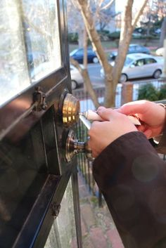rowhouse HOME: home improvement: fix a sticky lock