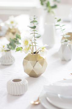 Tischdekoration in Grün-Gold-Weiß auf www.ohhhmhhh.de