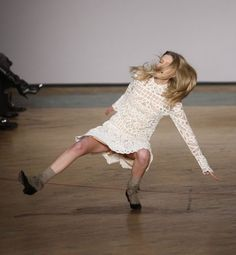 http://www.mydaily.co.uk/2012/02/16/models-falling-over-on-the-runway/