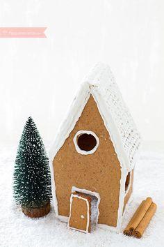 Cómo hacer una casita de jengibre paso a paso. Receta de Navidad Food N, Food And Drink, Cupcakes, Cookies, Bird, Outdoor Decor, Christmas Gingerbread, Pastries, Food Cakes