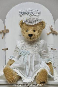 Artist Bears and Handmade Teddy Bears Teddy Bear Hug, Cute Teddy Bears, Needle Felted Animals, Felt Animals, Panda Bear, Polar Bear, Bear Doll, Orangutan, Guinea Pigs