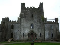 Perhaps the most haunted castle in Ireland is Leap Castle. More than 400 years ago, in brother turned against brother to shed blood. Leap Castle Ireland, Castles In Ireland, Spooky Places, Haunted Places, Haunted Castles, Haunted Houses, Dublin, Mysterious Places, Strange Places