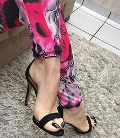 I am a just man with a love of Feet, Heels, High Arches & Toe Cleavage. Welcome to my little corner of Foot Fetish Paradise. Beautiful High Heels, Beautiful Toes, Hot Heels, Open Toe High Heels, Sexy High Heels, Talons Sexy, Pretty Females, Sexy Toes, Female Feet