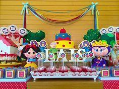 Peças em feltro ganham destaque na mesa decorada por Lilian Ruas, da Tribo da festa (crédito da foto: reprodução do site Tribo das Festas)