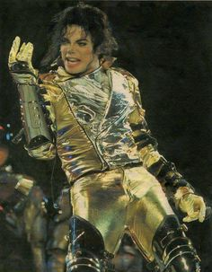 Those hot gold pants. Michael Jackson History Tour, Michael Jackson Bad Era, Mike Jackson, Jackson Family, Stephanie Mills, Mj Dangerous, Gold Pants, Gary Indiana, King Of Music