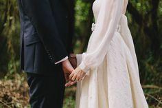Foto Wedding, Wedding Pics, Wedding Couples, Muslim Couple Photography, Bride Photography, Couple Photoshoot Poses, Wedding Photoshoot, Wedding Hijab Styles, Beautiful Casual Dresses