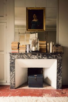 What to do with an empty fireplace when it's too balmy to light a fire? These easy warm-weather fireplace ideas are sure to inspire a decor refresh. Fireplace Surrounds, Fireplace Design, Fireplace Mantle, Interior Design Boards, Decoration Inspiration, Decor Ideas, European Home Decor, Marble Fireplaces, Traditional Decor