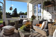Den Vita (Dröm) Gården: Räcke till groventré och veranda