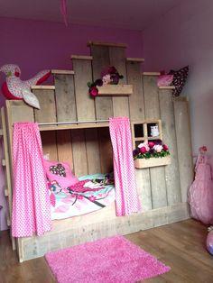 Jelka's room. Bed van Saartje Prum, aankleding DIY