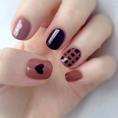 In seek out some nail designs and some ideas for your nails? Listed here is our set of must-try coffin acrylic nails for modern women. Stylish Nails, Trendy Nails, Nails Polish, My Nails, Heart Nail Designs, Nagel Blog, Short Nails Art, Short Round Nails, Heart Nails