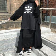 Source by outfits hijab Abaya Fashion, Muslim Fashion, 80s Fashion, Modest Fashion, Look Fashion, Fashion Outfits, Hijab Style, Hijab Chic, Casual Hijab Outfit