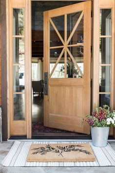 37 Gorgeous Farmhouse Front Door Ideas to Makeover your Home - Bauernhaus - Door Design Front Door Porch, Front Door Mats, Wood Front Doors, The Doors, Front Door Decor, Entry Doors, Farmhouse Front Doors, Front Door Design Wood, Front Entry