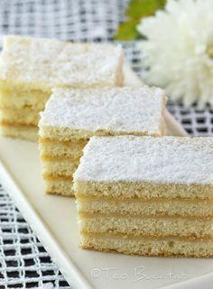 Prajitura Alba ca Zapada este o prajitura foarte populara cu foi fragede si crema alba cu aroma de vanilie si lamaie... Something Sweet, Vanilla Cake, Frosting, Biscuits, Good Food, Menu, Cooking Recipes, Sweets, Desserts