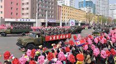 위대한 수령 김일성동지 탄생 105돐경축 열병식참가자들 수도의 거리들을 통과 수십만명의 평양시민들 열렬히 환영