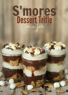 S'mores Dessert Trifle in a Jar - YUM! forget a trifle jar I need a big mason jar (use Dove chocolate covered strawberries) Desserts Nutella, Desserts Keto, Trifle Desserts, Great Desserts, Mini Desserts, Delicious Desserts, Yummy Food, Dessert Trifles, Plated Desserts