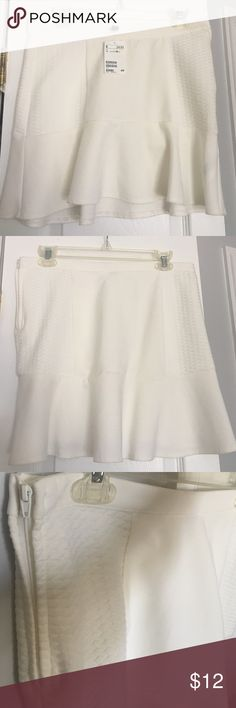 NWT White Quilted Ruffle Mini Skirt This white mini skirt has quilted panels on the sides. Zipper and button closure on the left side. Unlined. I love this skirt for both summer and winter with tights or knee high boots/socks. Pet-free and smoke-free home. 📦Bundle 2+ items for 15% off📦 Feel free to make a reasonable offer. H&M Skirts Mini