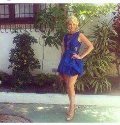 Vestido azul y orquideas