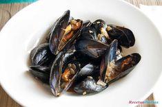 Cómo hacer Mejillones a la marinera. Receta fácil para cocinar los mejillones a la marinera en una salsa de cebolla, vino blanco y mantequilla.