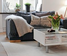 Beautiful Scandinavian small apartment interior design presented in this sample pictures galler. Cozy Living Rooms, My Living Room, Living Room Decor, Living Spaces, Apartment Interior, Apartment Design, Apartment Living, Living Room Inspiration, Small Apartments