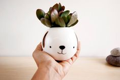 This ceramic planter with face has been handmade in my little studio and his name is Pepe. I love so much create products with soul, who smile and who