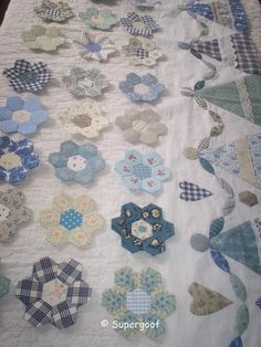 pretty blue hexy flowers and sweet little girl border, love this quilt already supergoofquilts.web.log.nl