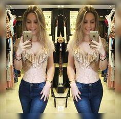 Body rendado com decote de babados!!! Perfeição define ;) Online Boutiques, Ruffles, Neckline, Outfits