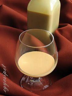 Karamell krémlikőr - Hozzávalók 15 dkg nádcukor (kristálycukor is… Cocktail Drinks, Alcoholic Drinks, Beverages, Cocktails, Hungarian Recipes, Gourmet Gifts, Diy Food, Milkshake, No Bake Cake
